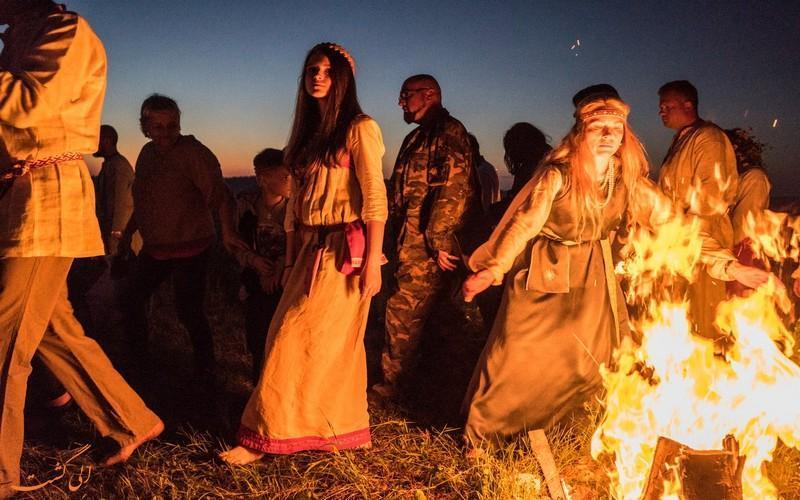 برگزاری جشن سنتی ایوان کوپالا در روسیه و شرق اروپا