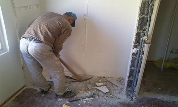 برداشتن دیوار در عملیات بازسازی ساختمان