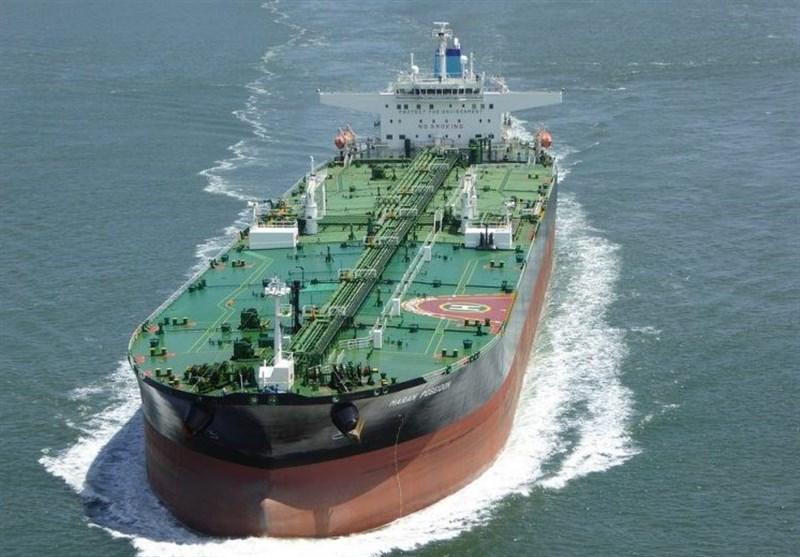 بلومبرگ: یک نفتکش حامل نفت امارات در دریای عمان دچار حادثه شد