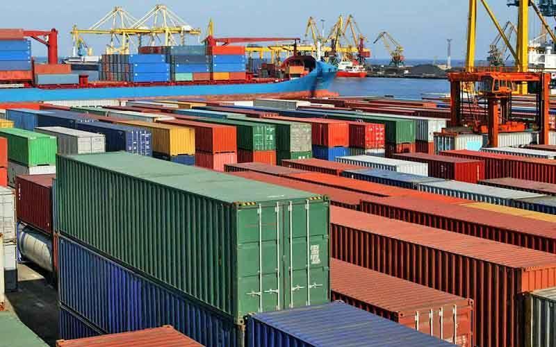 وزیر اقتصاد اطلاع داد؛ کاهش 30 درصدی ارزش صادرات و افزایش 20 درصدی وزن کالاهای صادراتی ایران