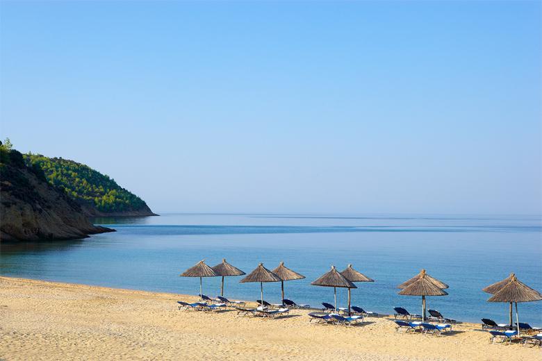 در جزیره سانتورنی در کدام هتل اقامت کنیم و به چه شهرهایی سفر کنیم