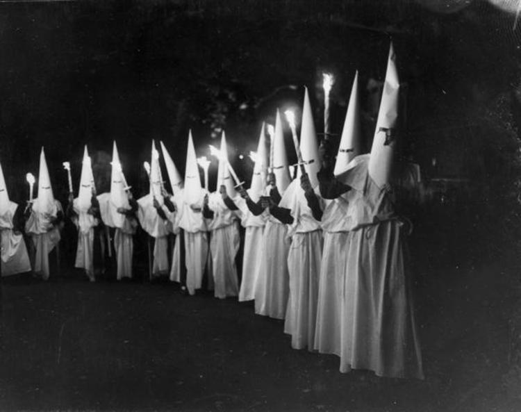 روایتی از زنانی متفاوت در آمریکا؛ زنان سفید کوکلس کلان!