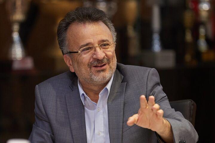 داورزنی: بین مربی روس و آرژانتینی باید یکی را برای تیم ملی انتخاب کنیم