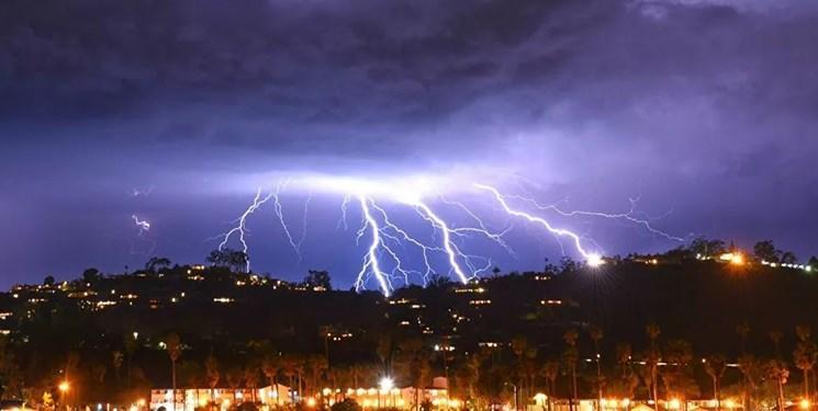 خسارت رعد و برق به منازل مسکونی در ارومیه ، 2نفر مصدوم شدند