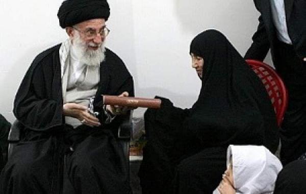 خبرنگاران رییس بنیاد شهید درگذشت مادر شهیدان کارکوب زاده را تسلیت گفت