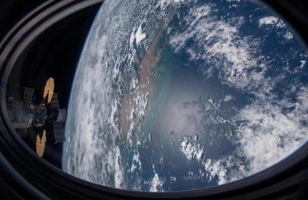 تصویر ایستگاه فضایی بین المللی بر فراز اقیانوس