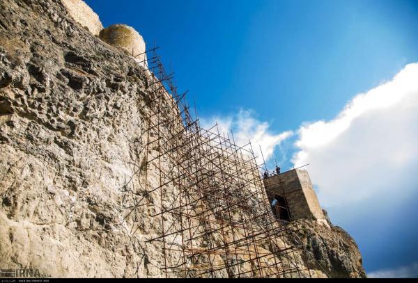 خبرنگاران توریست اهری در سقوط از قلعه تاریخی قهقهه مشگین شهر جان باخت